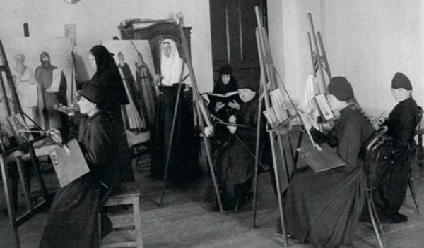 Сестры Зачатьевского монастыря за рукоделием. Начало XX в.