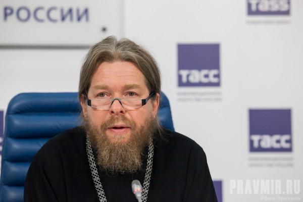 Епископ Тихон (Шевкунов) заявил о давлении на комиссию по «екатеринбургским останкам»