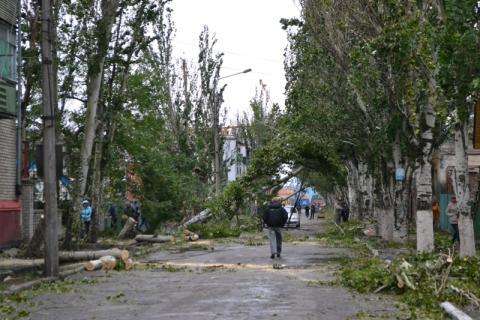 Епархия помогает Бердянску ликвидировать последствия урагана