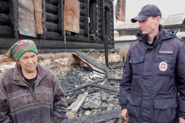 В Забайкальском крае полицейский спас от гибели в огне двух человек
