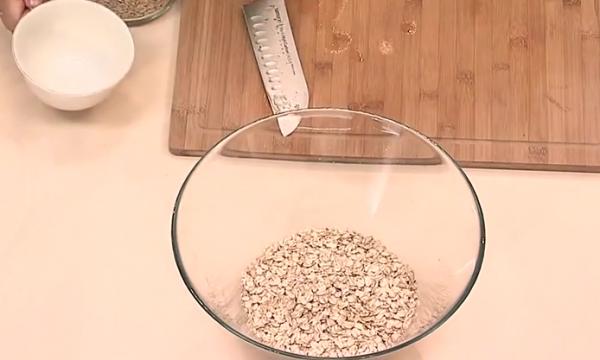 Домашние мюсли с ягодами и орешками: Видеорецепт от Анны Людковской