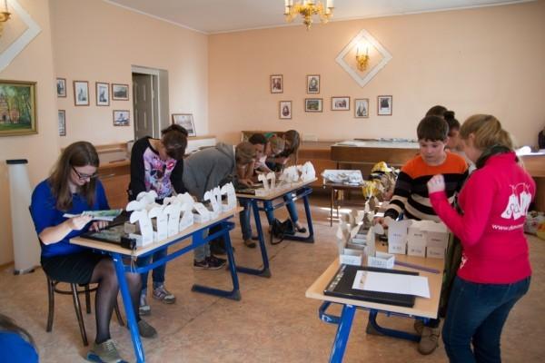 К юбилею Иверской обители 700 школьников и 50 взрослых собирают мозаичное панно