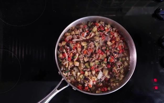 Греческая мусака с мясом за 30 минут — видеорецепт от Анны Людковской