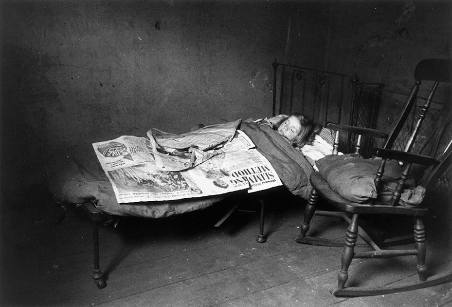 Thurston Hopkins / Picture Post / Getty Images / Fotobank 10 ноября 1956 года. Ребенок спит в ливерпульских трущобах. 88 тысяч таких домов считались непригодными для проживания.