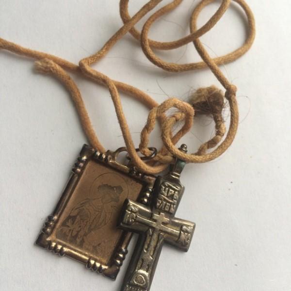 Нательный крестик о.Даниила вместе с образком пр. Даниила