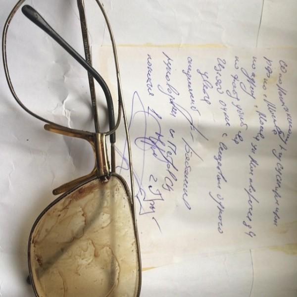 Залитые кровью очки о.Даниила вместе с конвертом из СКП