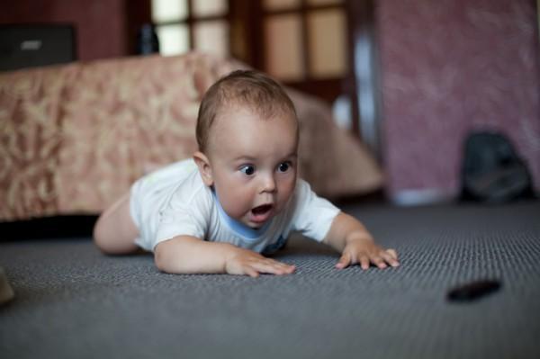 «Я показываю ребёнку буквы, а он уползает» – ещё раз о раннем развитии
