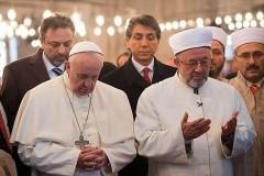 Папа римский помолился в стамбульской мечети (Видео)