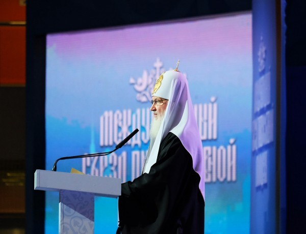 Патриарх Кирилл: Церкви не надо конкурировать с развлекательными заведениями