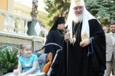 Патриарх Кирилл поддерживает переписку с девочкой страдающей ДЦП
