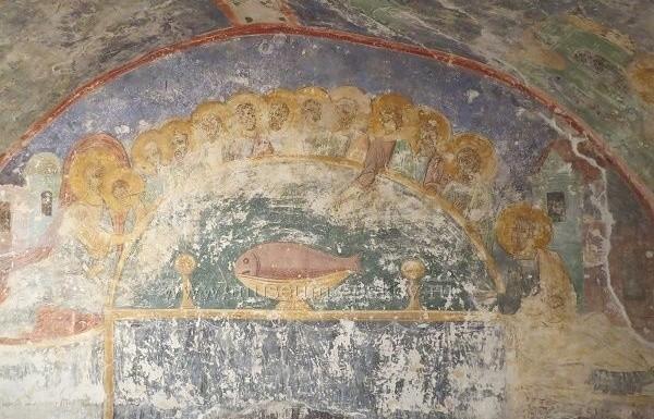 В храме древнего псковского монастыря восстановили часть фресок XII века