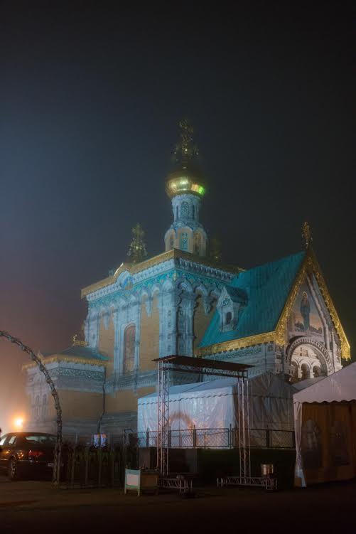 Храм св. равноапостольной Марии Магдалины в сгустившемся вечернем тумане