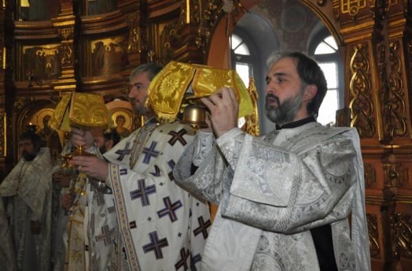 Во Владикавказе впервые за минувшие сто лет совершена Божественная литургия на осетинском языке