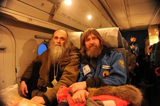 Епископ Иаков с путешественником и священником Федором Конюховым