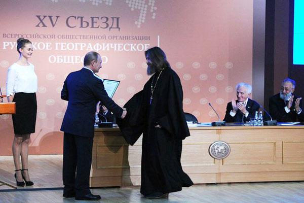 Федор Конюхов получил золотую медаль Русского географического общества из рук президента России Владимира Путина