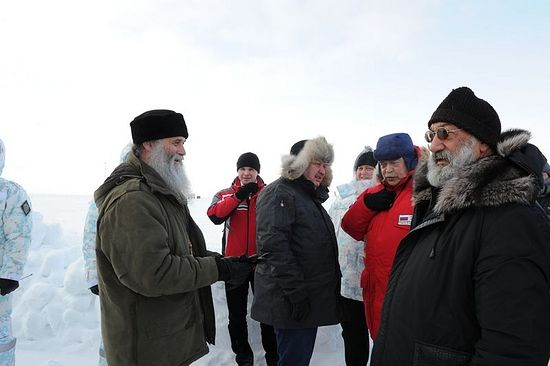 С делегацией представителей государств — членов Арктического совета на Северном полюсе