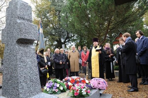 На кладбище Сент-Женевьев-де-Буа освящен крест-памятник на могиле белого генерала