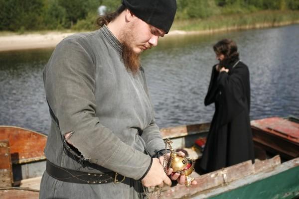 Иеромонах Лазарь крестит в первый раз в жизни