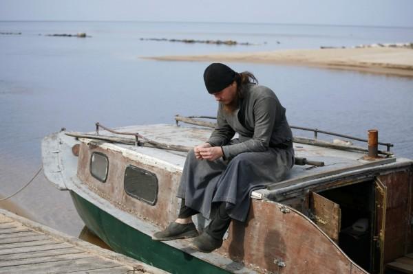 Ему помогает молодой послушник. Всего в монастыре сейчас живут 8 человек, из них трое трудников