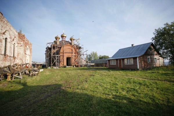 Восстанавливаемый храм Всех Святых