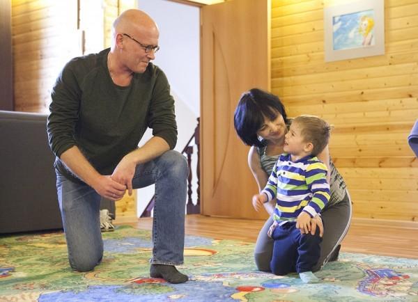 Виталик разговаривает с инструктором, и потому занятия для него веселые