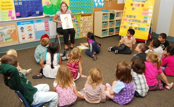 Около 350 тысяч мест в детсадах планируется ввести в 2015 году