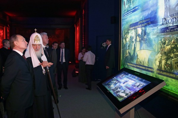 """Святейший Патриарх Кирилл открыл выставку """"Моя История. Рюриковичи"""" в Манеже"""