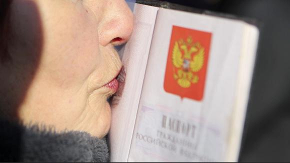 При вручении паспорта РФ хотят ввести обязательную клятву гражданина