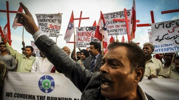 pakistan-blasphemy-killing1_wide-1fd5ac1c3fe8910aae815354f223b718bc303302-s40-c85
