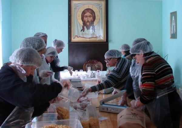 Во Владивостокской епархии начали фасовать «народные обеды»