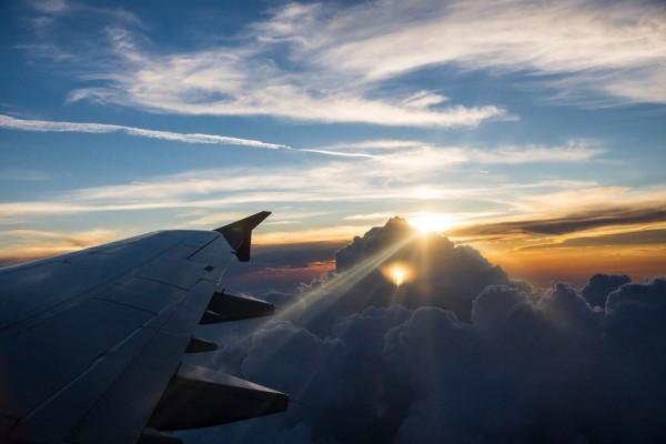Свою жизнь я не представляю без самолетов и красивого света. В этой фотографии соединилось и первое и второе