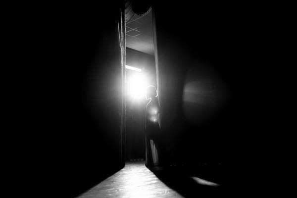 Сочинский Театр. Случайный сфотографировал девушку, которая готовится к выходу на сцену