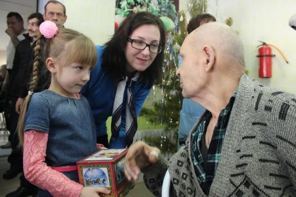 Подарки для бабушек и дедушек собрали!
