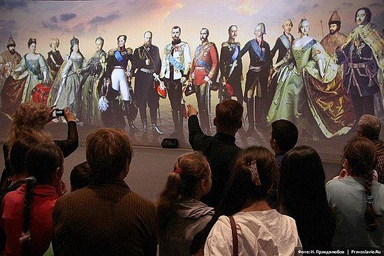 """В Краснодаре открылась выставка """"Православная Русь. Романовы"""""""