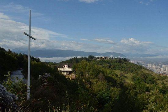 В Сараево уничтожили православный крест, установленный в память о сербах
