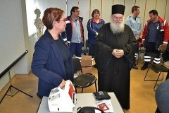 Монастырь Ватопед пожертвовал службе скорой помощи медицинское оборудование