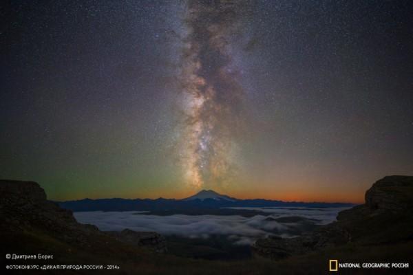 «Звёздное извержение Эльбруса». 1-ое место в номинации «От заката до рассвета». Автор: Борис Дмитриев