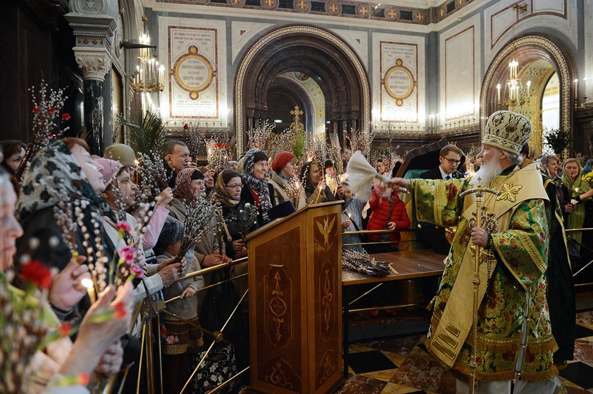 Патриаршее служение в Храме Христа Спасителя в канун праздника Входа Господня в Иерусалим