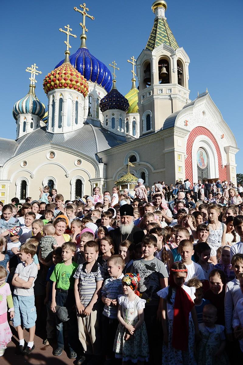 Детский пасхальный праздник «В гостях у Патриарха в Переделкине»