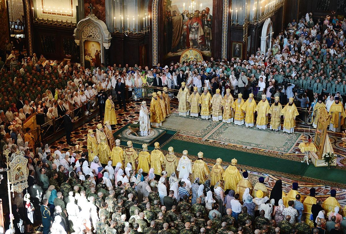 Патриаршее служение в день памяти святого равноапостольного великого князя Владимира в Храме Христа Спасителя в Москве