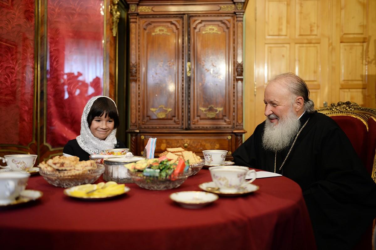 Патриарший визит в Псковскую епархию. Встреча с Милой Филимоновой и ее приемными родителями