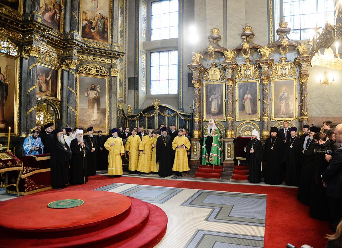 Визит Святейшего Патриарха Кирилла в Сербскую Православную Церковь. День первый. Молебен в белградском соборе Архангела Михаила
