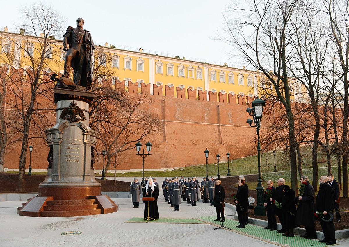 Церемония открытия памятника императору Александру I у стен Московского Кремля