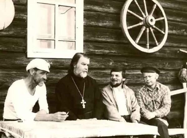 Священник Ярослав (Шипов) в северной деревне, где служил в 1990-х годах