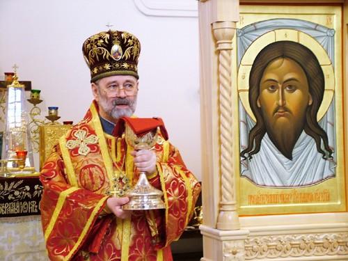 Архиепископ Брюссельский Симон передал миллион рублей мирным жителям Донбасса