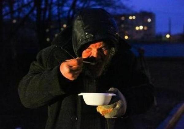 В Санкт-Петербурге открылся круглосуточный пункт обогрева для бездомных
