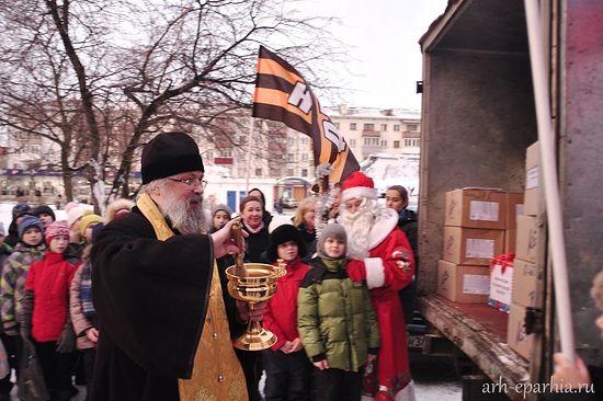 Архангельск отправил рождественские подарки детям Донбасса