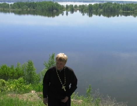 В Самарской области священник спас провалившегося под лед рыбака
