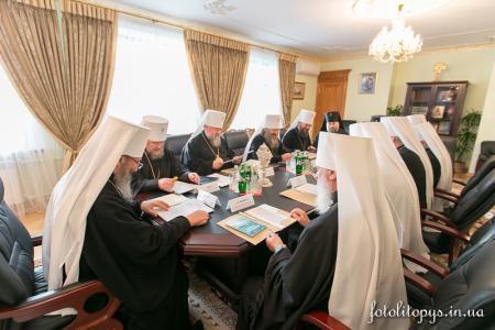 Священный Синод УПЦ просит президента Украины помочь сохранить межконфессиональный мир в стране