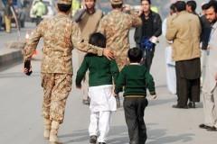 В результате атаки талибов на пакистанскую школу погибло более 140 человек